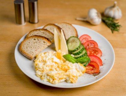 Andrzejowka-jajecznica-na-masle